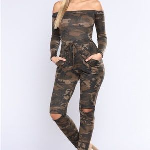 Fashion Nova Camo Jumpsuit (M)
